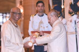 President Pranab Mukherjee Confers the Prestigious Padma Shri on Madhu Pandit Dasa