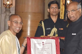Shri Chanchalapathi Dasa, Vice-Chairman, The Akshaya Patra Foundation receiving National Child Award for Child Welfare 2017 from honourable President of India, Shri Ram Nath Kovind
