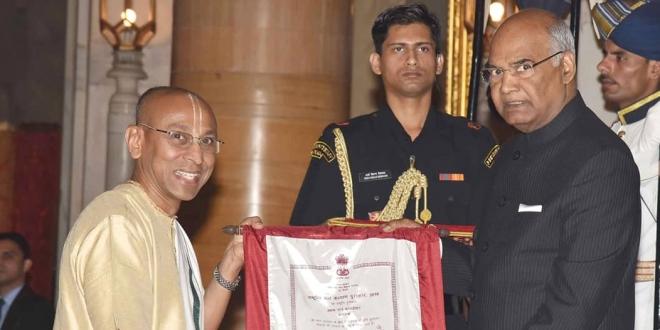 Shri Chanchalapathi Dasa, Vice-Chairman, The Akshaya Patra Foundation receiving National Child Award for Child Welfare 2017 from honourable President of India, Shri Ram Nath Kovind